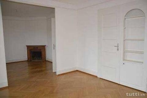 Appartement de 4 pièces au 2ème étage d'un pe