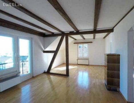 zentrale, charmante 3-Zimmer Dachwohnung